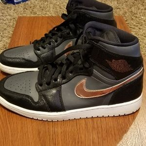 "Ai Jordan 1 Retro High ""Bronze Medal"" shoes"